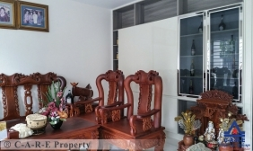 Five Bedrooms Villa For Sale & Rent