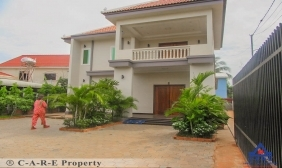 2 Bedrooms Villa For Rent