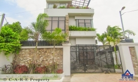 5 Bedrooms Villa For Rent