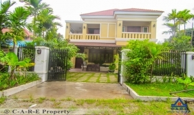 8 Bedrooms Guest House For Sale